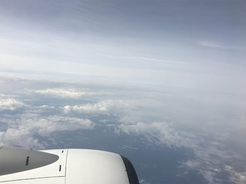 与論空港までの旅行記:鹿児島空港行き機内